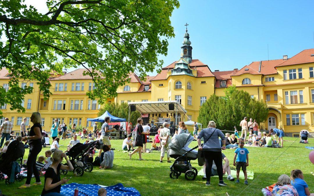 První ročník benefičního hudebního festivalu NaPleš!Fest slavil velký úspěch
