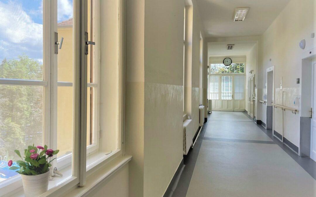 Onkologické oddělení po rekonstrukci nabízí i ubytování vapartmánu